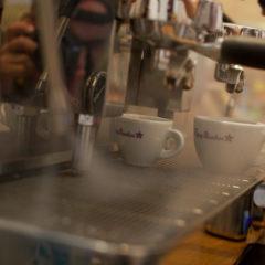 Espresso und Kaffee im Büro