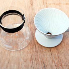 Kaffee-Gefäß und Handfilter