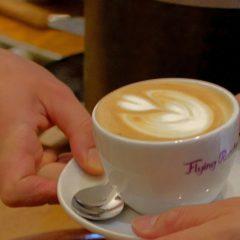 Cappuccino im Café in Berlin Wedding